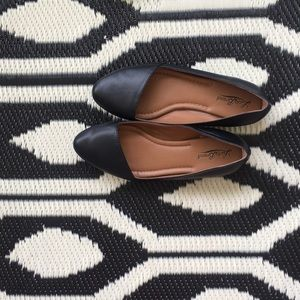 Lucky 🍀 Brand Archh Dorsay style leather flats